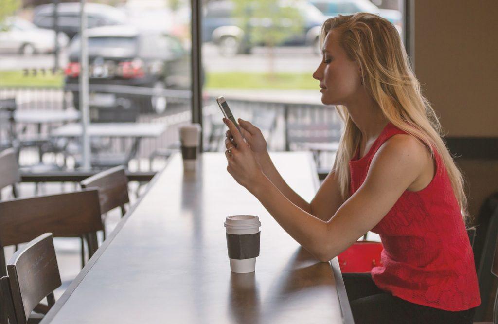 Ilustrasi panduan atau tips membeli smartphone alias HP