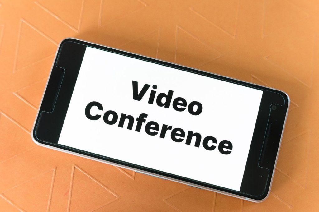 Ilustrasi membuat HP atau smartphone jadi webcam laptop (Pixabay).