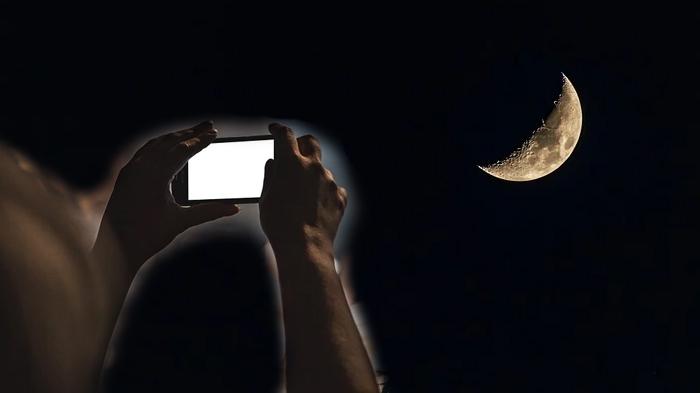 Memotret gerhana bulan pakai HP (Pixabay)