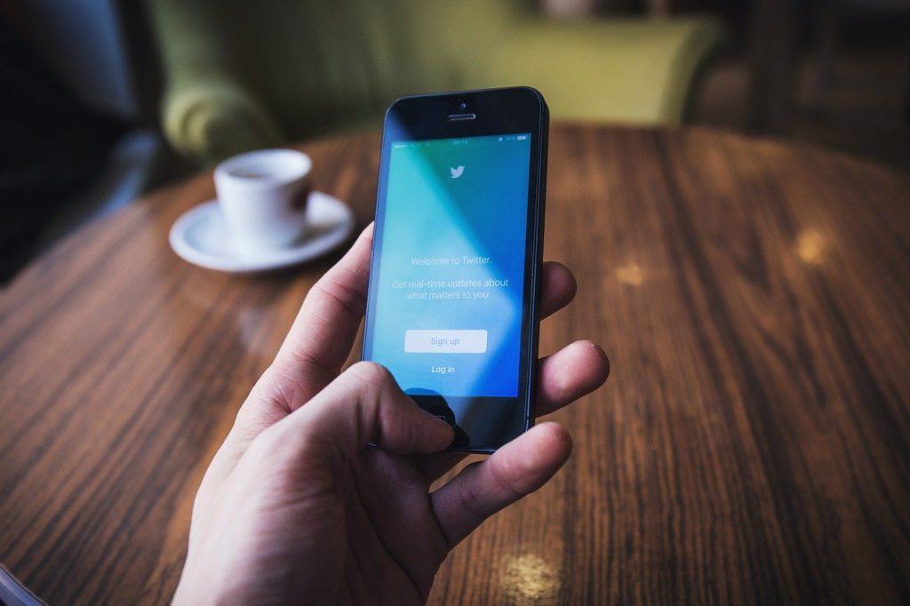 Ilustrasi cara menjadwalkan tweet atau cuitan Twitter (Pixabay)